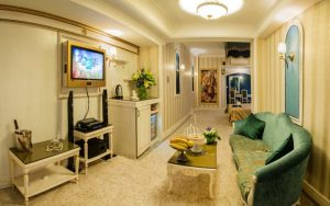 نمای اتاق پرزیدنت هتل قصر الماس مشهد