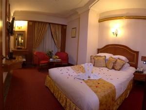 تور مشهد زمینی هتل قصر طلایی