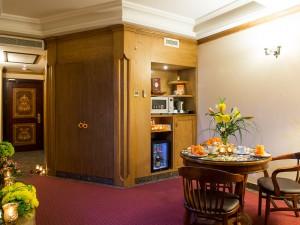 room-suite-08