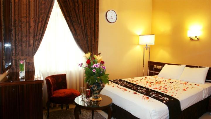 اتاق ماه عسل هتل منجی مشهد