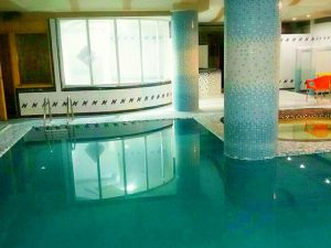 استخر هتل آپارتمان سفرا طلایی مشهد