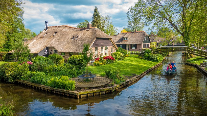 houses-giethoorn-holland