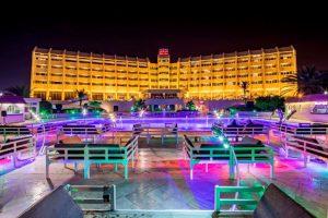 محوطه استخر هتل شایان کیش