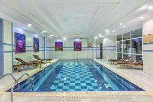 استخر هتل گرند اوزتانیک