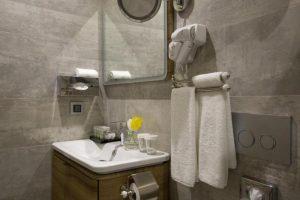 سرویس حمام و دستشویی هتل تکسیم لانژ